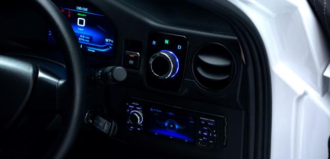 21-June-Solo-ElectraMeccanica-interior-650
