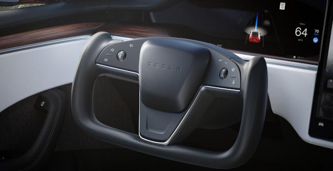 21-aug-Tesla-Autopilot-650